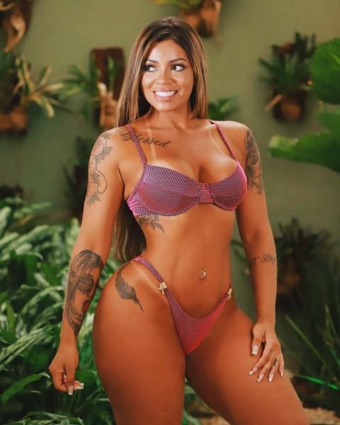 Stephanie Silveira 13