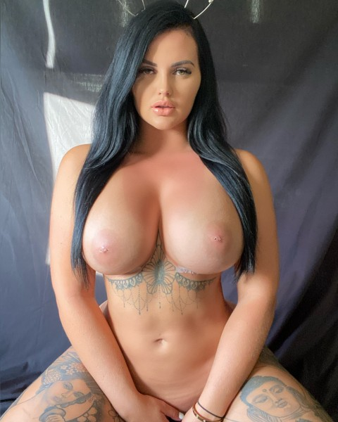 Renee Gracie 29