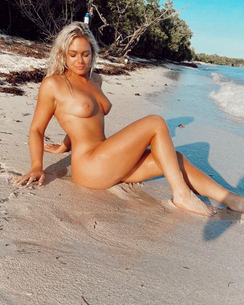 Vanessa Vuitton 26